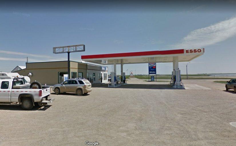 萨省ESSO加油站+便利店+快歺出售